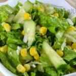 Салат из огурцов, капусты и кукурузы-