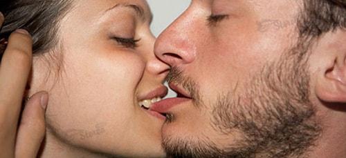 поцелуи в спину