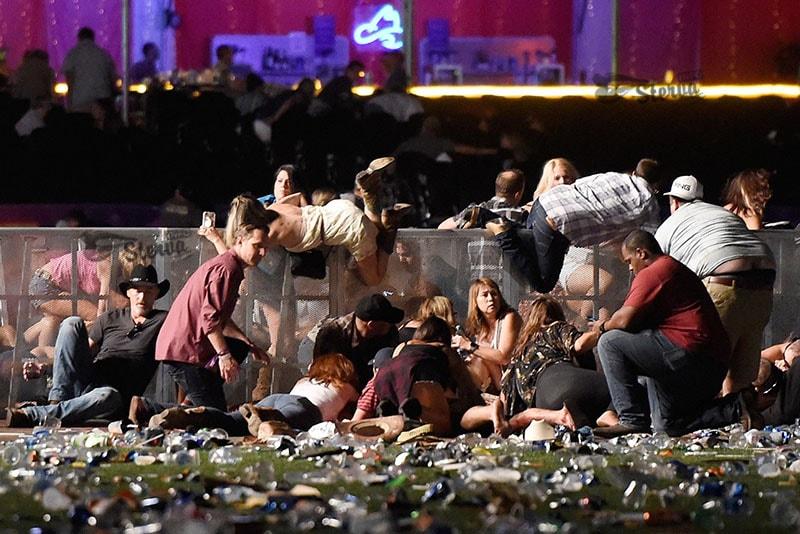 Айфон этой женщины остановил пулю стрелка в Лас-Вегасе и спас ей жизнь-min