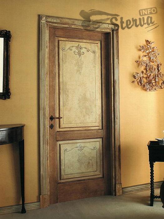 Обшарпанная дверь