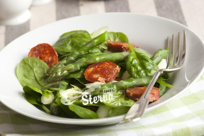 Салат с беконом и розмарином