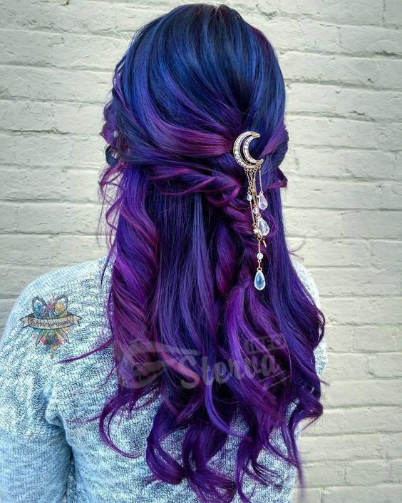 Волосы, окрашенные в необычные цвета