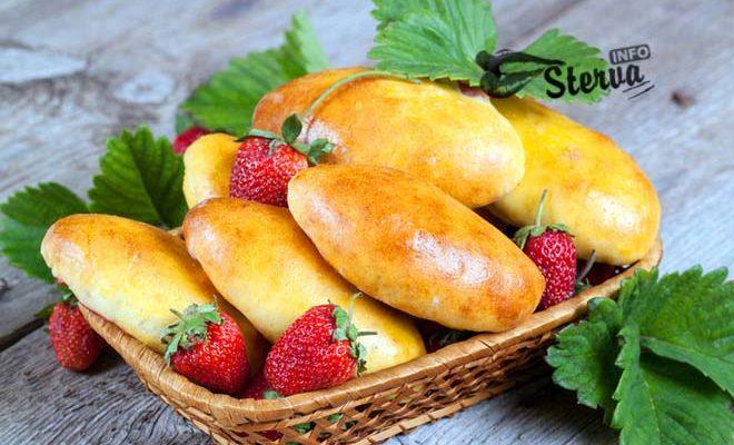 Блюда на Масленицу Дрожжевые пирожки с фруктовой начинкой-