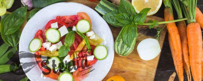 Рецепты на майские праздники салат из свежих овощей с базиликом и брынзой