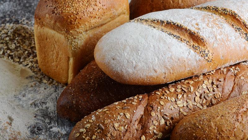 Также, кто увидит, что тот, кто уже ушел из жизни, протягивает ему хлеб, то это деньги или средства к существованию, которые перейдут к нему.