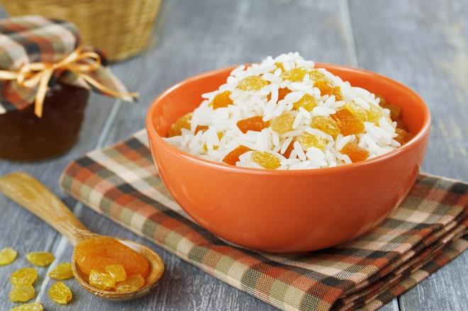 Кутья из риса с миндалем и курагой