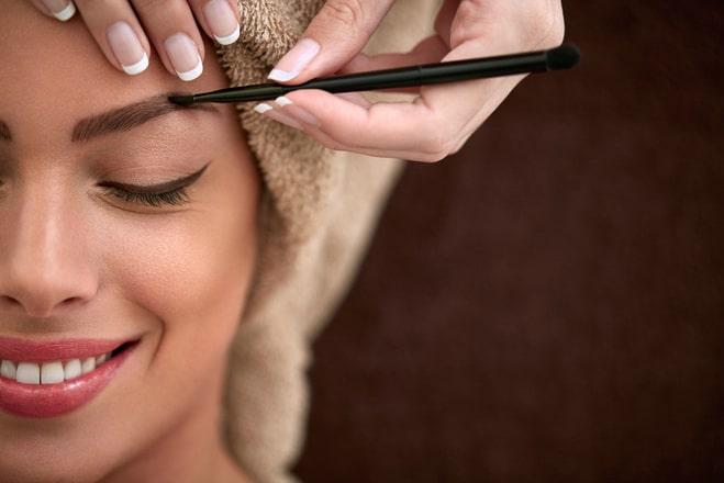 Как правильно покрасить брови в домашних условиях?