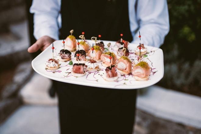 Канапе с лососем и вялеными помидорами по-итальянски